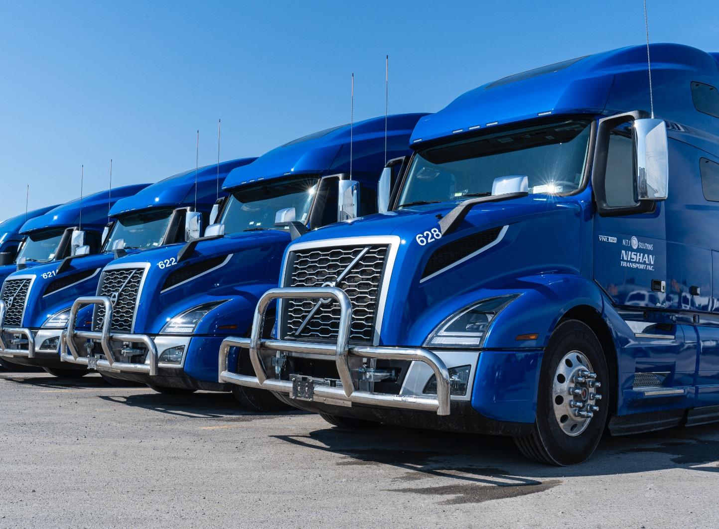 Nishan Transport | Transporteur Canada-É.-U. | Camion bleu